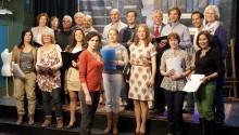 Het koor met dirigente Betty (Anna Drijver)3